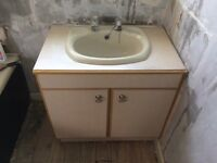 Nice Bath & Sink in champagne/ light sage green colour