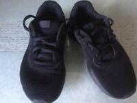 Nike Unisex Trainers size 1 Black