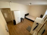 Large 1st floor studio flat located in Central of Brighton on Kings Road