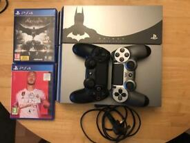 PS4 batman console and 2 controllers ( limited edition )