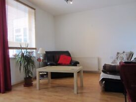 Big double room in bright flat in Bethnal Green