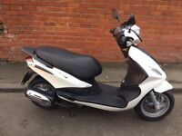 piaggio fly125 pearlescent white. reduced price £ 1250