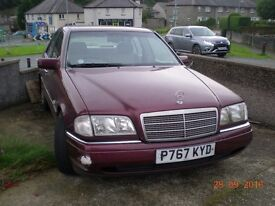Mercedes C200 Elagance Auto Spares or repairs. Runs & Drives Can deliver locally £!50