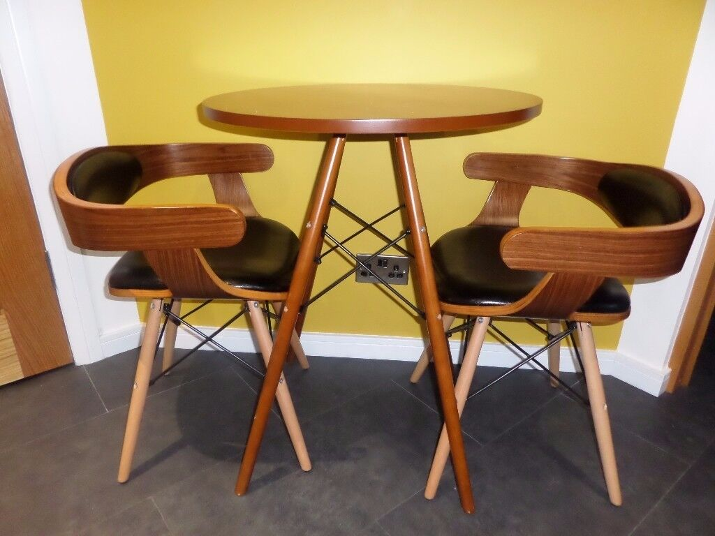 Designer compact table and chairs (BRAND NEW)