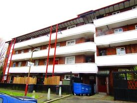 3 Bedroom Flat close to Grove park train station. Some Bills included