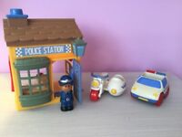 ELC Happyland Police station with policewomen, police car and motorbike