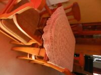 TABLE & 6 CHAIRS FOR SALE INCLUDING 2 CARVERS