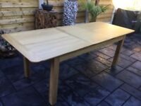 Large Solid Oak Extending Dining Table.