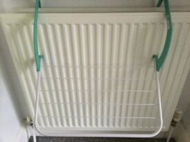 Radiator clothes dryer