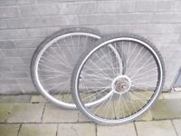 Hybrid bicycle wheel set