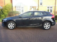 VOLVO V40 1.6 D2 CROSS COUNTRY SE NAV 5d 113 BHP + SAT NAV + PARKING SENSORS
