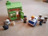 Happyland vets and ambulance set