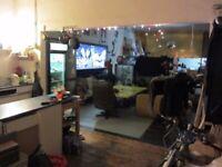 BANG!! ROOM IN HUGE ARTISTS WAREHOUSE. MANOR HOUSE. ARTIST LIVE WORK STUDIO