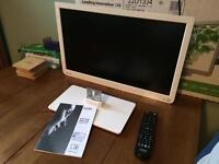 """Toshiba 22"""" LCD TV with integral DVD player and Freeview"""