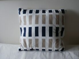 4 NEW Cushions covers with inter-pads
