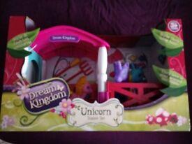 BNIB dream kingdom unicorn stable set