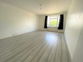 SPACIOUS 2 BEDROOM FLAT VERY CLOSE TO BOUNDS GREEN TUBE STATION