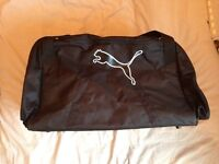 ☆ PUMA LARGE BLACK SPORTS HOLDALL SHOULDER BAG - 70L 32W 32H - USED ONCE!! ☆