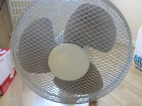 12-INCH DESK FAN – 3-SPEED AUTO-OSCILLATING