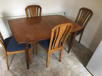 Expandable solid dining table with 4 chairs set