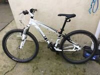 Specialized Hardrock 2011 Mountain Bike in excellent condition (frame size: 15.5 inch)