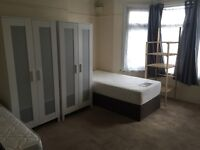 Leytonstone large double room to share