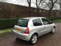 Renault Clio 1.2 extreme 05 reg present owner 7 years mot August 2018 low insurance 48+ mpg