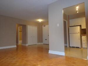ALL INCLUSIVE Renovated 3 BR Minutes to Yorkdale! (Wilson/Keele)
