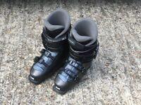 Ski Boots - Salomon Performa 5.0 Size 7 (with free Salomon boot bag!)