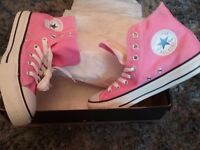 New boxed pink 7 converse trainers