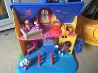 Toy play doll house