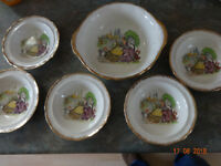 Grindley cream petal ware. 5 bowls and larger fruit bowl