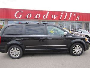 2010 Chrysler Town & Country Touring! SUNROOF! DVD!
