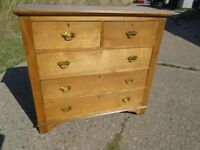 Lovely Antique Golden Oak Chest of Drawers In Very Good Condition Delivery Available.