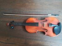 4/4 Symphony Violin incl. bow and case; in excellent conditions, best for intermediate players