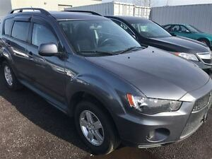 2011 Mitsubishi Outlander ES  4X4, Trailer Hitch, Clean