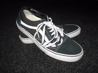 MENS VANS OLD SKOOL TRAINERS BLACK AND WHITE SIZE 11