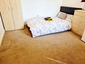 LARGE COUPLES ROOM FOR RENT IN WATFORD CLOSE TO STATION ALL BILLS INCLUDED