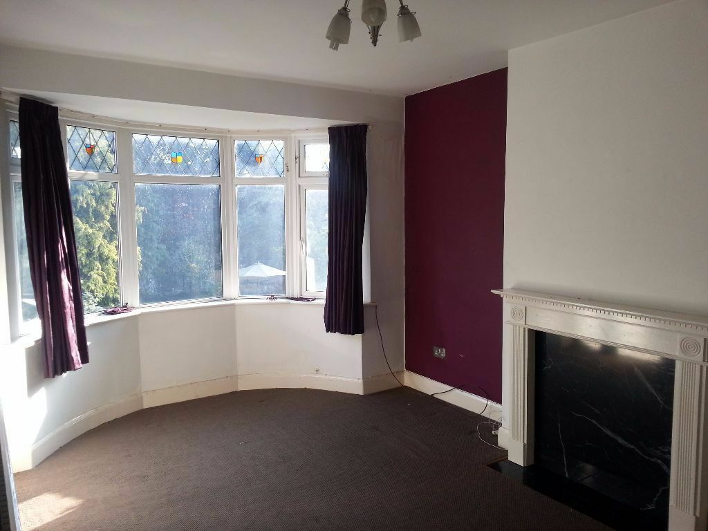 CONTEMPORY 2 BED FLAT TO RENT IN GANTS HILL. 7 MINS WALK TO GANTS HILL STATION. VERY CLEAN AND TIDY!