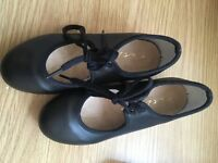Tap shoes girls - size 10