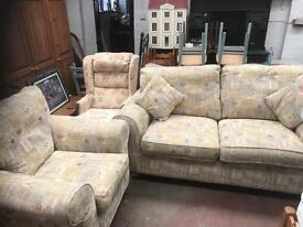 Very nice 2 piece suite sofa and chair can deliver