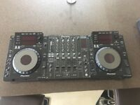 2 x CDJ900's, DJM800, Traktor F1 and X1, Traktor Audio 10.