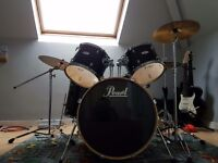 Pearl forum 5 pice drum kit with pearl cx-200 cymbals