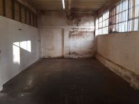 STORAGE / WAREHOUSE UNIT--420 sqaure feet Easy in & out--NO BILLS--£85 per week--no auto trade