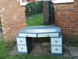 Dressing/Vanity shabby chic, vintage, upcycled Table