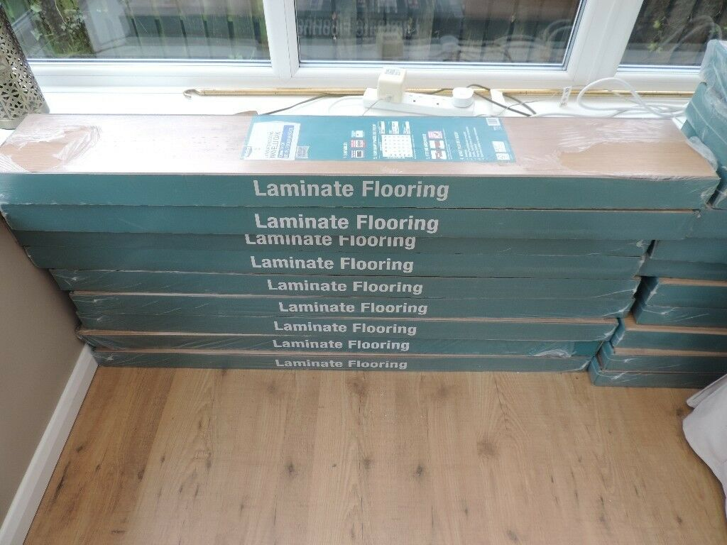 Wickes Navelli Oak 12mm Laminate Flooring
