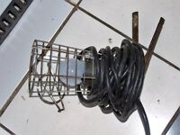 ONE CLIP ON HEAVY DUTY CAGE LIGHT GARAGE CAR MACANICS REPAIR IN CAGE