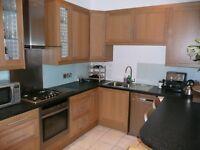 OXFORD STREET - Bright spacious main door flat located in the popular Newington area.