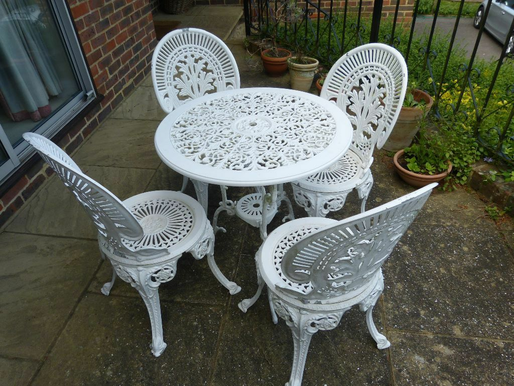 White cast iron garden furniture set table and 4 chairs for Outdoor tables and chairs for sale