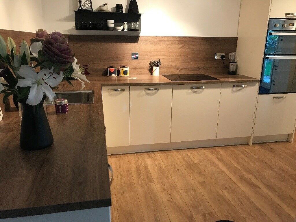 Complete cream kitchen including units doors worktop
